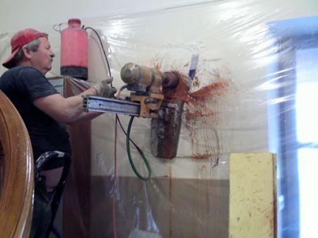Как сделать отверстие в стене для вытяжки